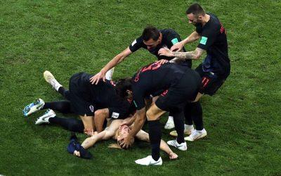 Croácia vence outra nos pênaltis, tira o anfitrião e volta à semi após 20 anos