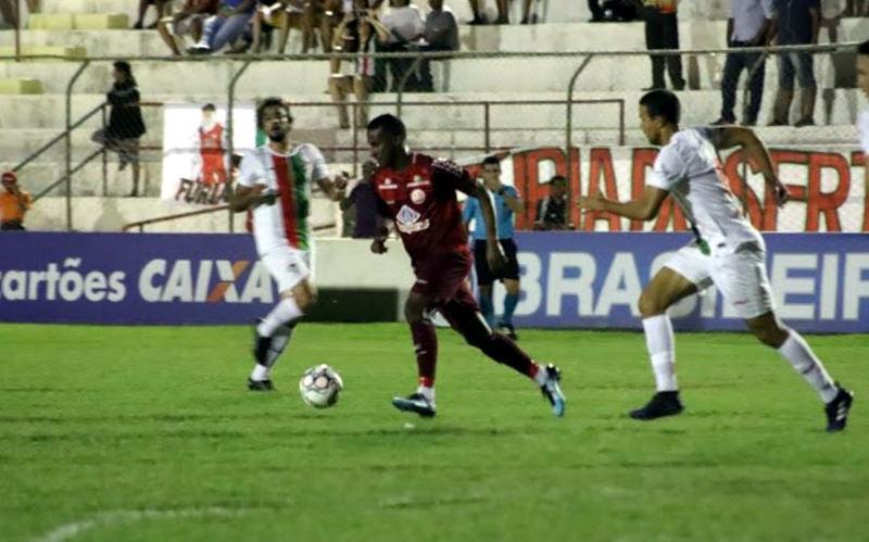 Náutico empata com o Salgueiro no Sertão e soma 6 jogos sem derrota