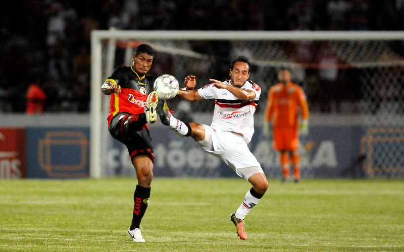 Santa Cruz sofre gol aos 48 minutos do 2T e amarga empate no Arruda