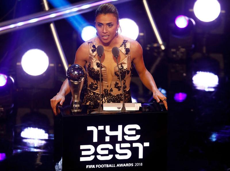 Tem Na Web - Marta ganha o prêmio de melhor do mundo pela 6ª vez em 13 indicações