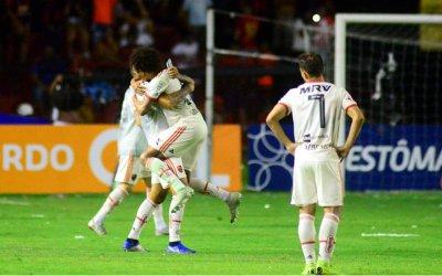 Com um a mais, Sport perde do Flamengo na Ilha. Três jogos sem marcar gol