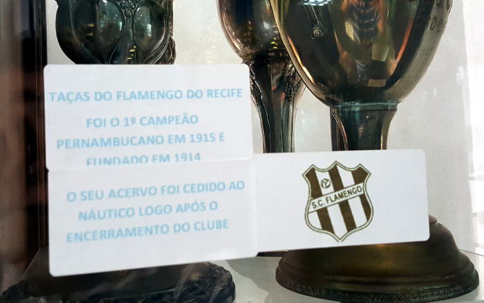 O museu do Flamengo do Recife dentro do museu do Náutico, com as taças do 1º campeão