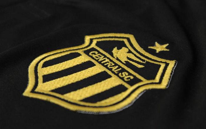 O Central apresentou o uniforme especial alusivo ao centenário do clube 02ed71f4d2a3f
