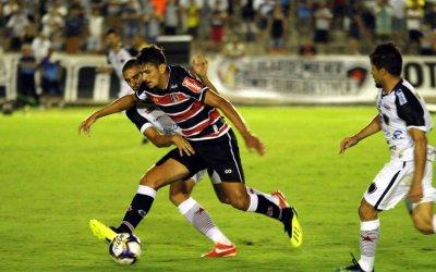 Santa empata sem gols com o Botafogo em partida equilibrada no Almeidão