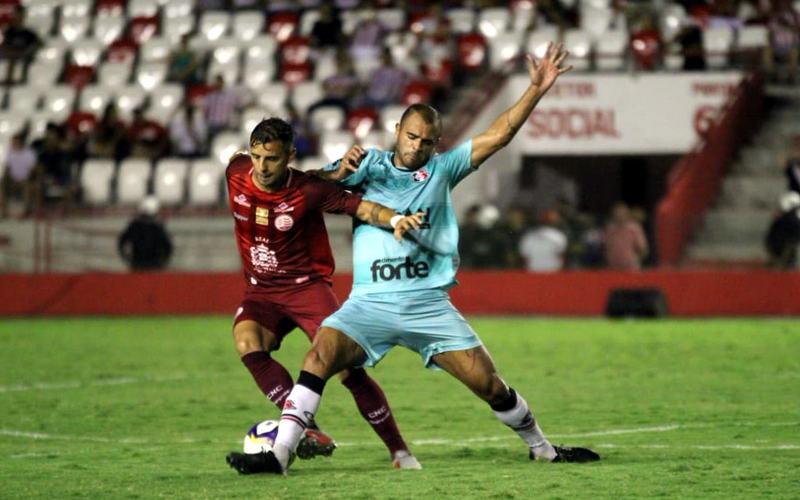 Náutico e Santa empatam em jogo de 4 gols e timbu soma 7 clássicos sem derrota