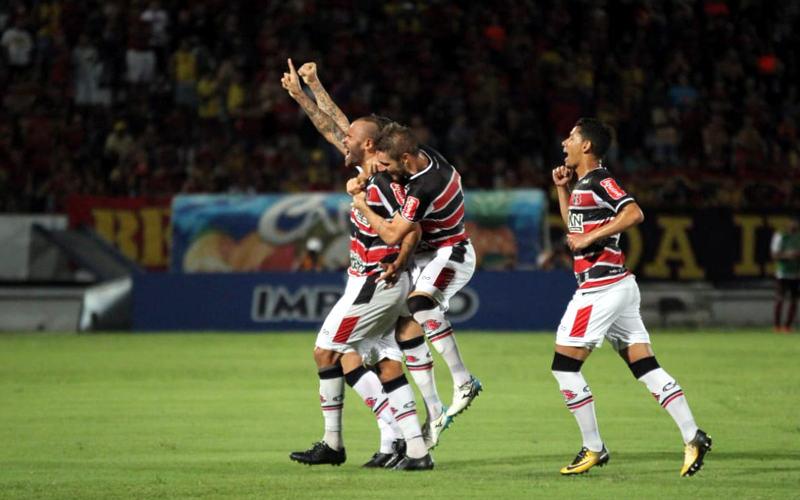 Santa Cruz vence o Sport e chega à liderança do PE. Com falha de Magrão