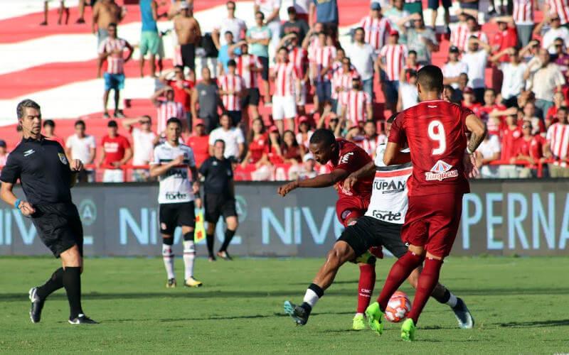 Náutico e Santa Cruz empatam pela 3ª vez no ano. Jogo sem gols nos Aflitos
