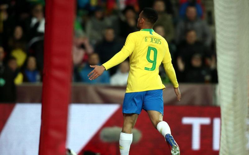 Tite mexe bem no 2º tempo e Brasil vence a República Tcheca em Praga