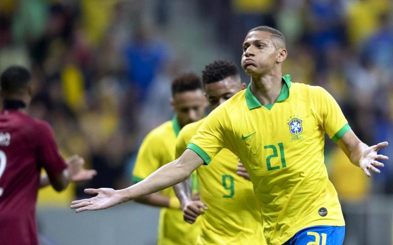 Seleção Brasileira vence Catar em um Mané Garrincha com 46% de ocupação