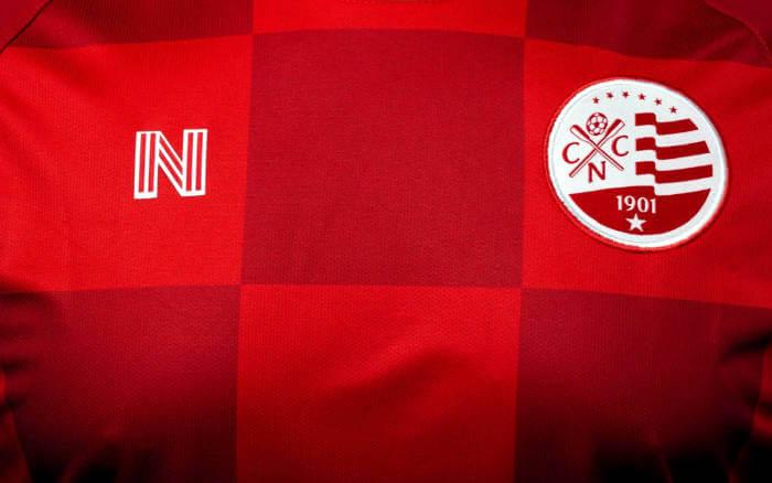 O primeiro uniforme alternativo do Náutico via N Seis. Todo quadriculado