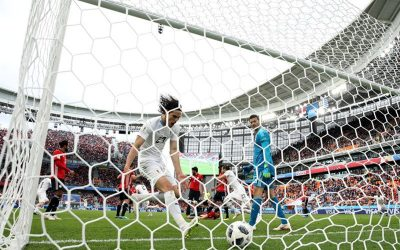 Aos 44/2T, o gol da vitória do Uruguai. Estreia positiva na Copa após 48 anos