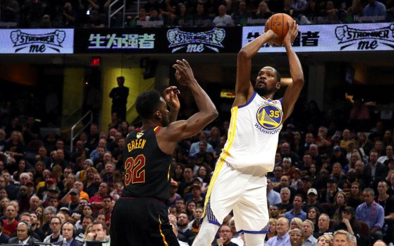"""Golden State faz 4 x 0 no Cavaliers e aplica a 9ª """"varrida"""" em finais da NBA"""