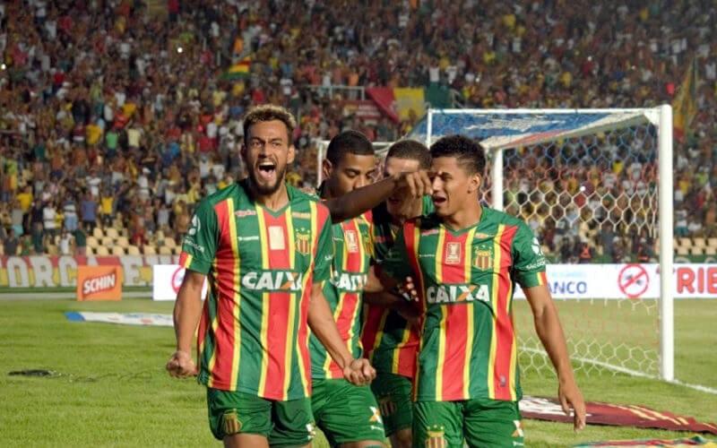 Sampaio Corrêa vence o Bahia e larga em vantagem na final do Nordestão