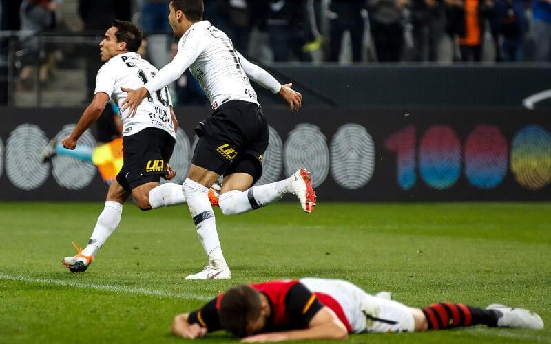 Apesar da aplicação, o Sport perde de virada do Corinthians e afunda no Z4