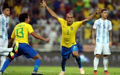 Com gol aos 47/2T, o Brasil vence a Argentina. Outra vez sem empolgar