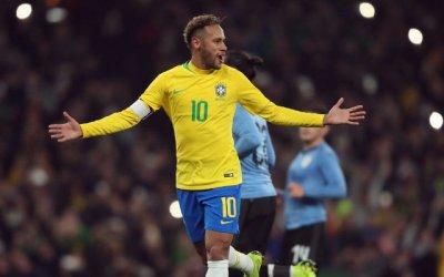 Brasil supera o Uruguai e chega a 5 vitórias sem sofrer gols. E sem empolgar