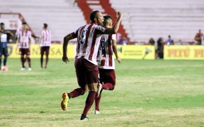 Com gol aos 44/2T, o Náutico supera o Salgueiro e chega à 5ª vitória seguida