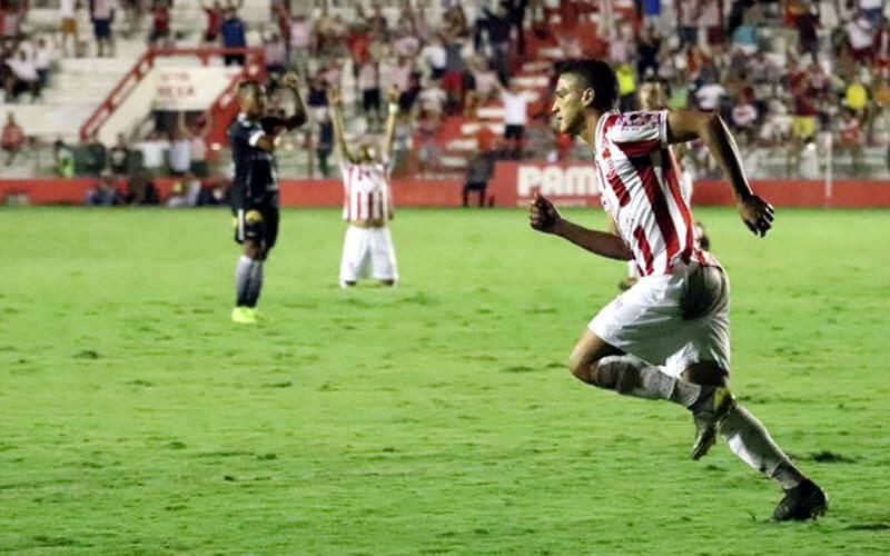 Em jogo adiado, o Náutico vence o Botafogo nos Aflitos e volta ao G4