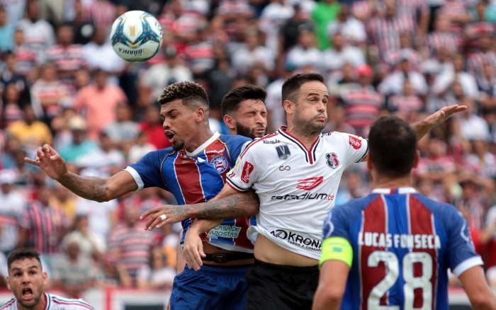 Estreando no Nordestão, Santa Cruz e Bahia empatam sem gols no Arruda