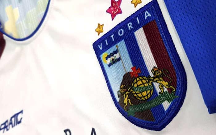 A linha de uniformes do Vitória para 2020. Fabricante chega a 30% do Pernambucano