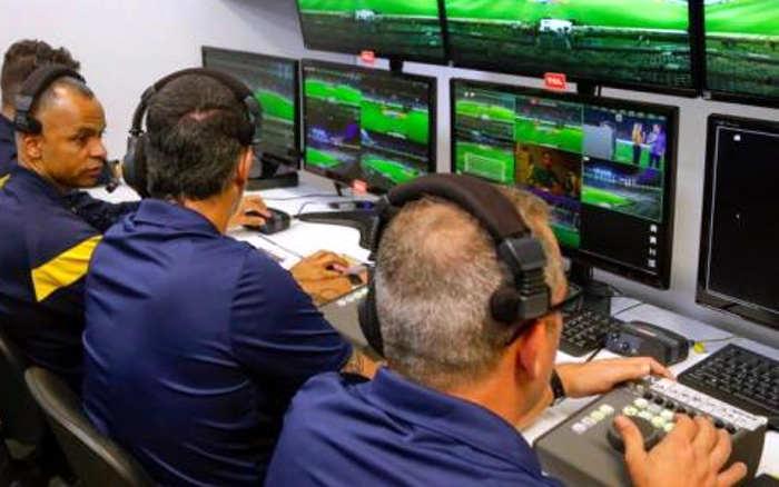 Análise   VAR e árbitro da Fifa na final do Pernambucano. Era o mínimo e foi feito