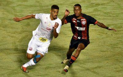 Em jogo bem disputado, Náutico e Vitória empatam sem gols em Salvador