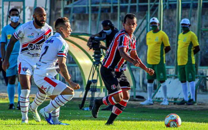 Santa Cruz vence o Ferroviário no Ceará e termina turno em 1º na Série C