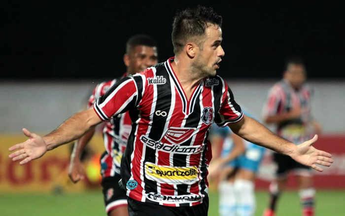 Santa Cruz vence o Paysandu com 2 gols de Pipico e abre 8 pontos no G4