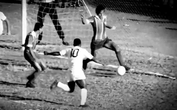 80 anos de Pelé | O Rei marcou 5% dos seus 1,2 mil gols em times nordestinos. Faltou 1