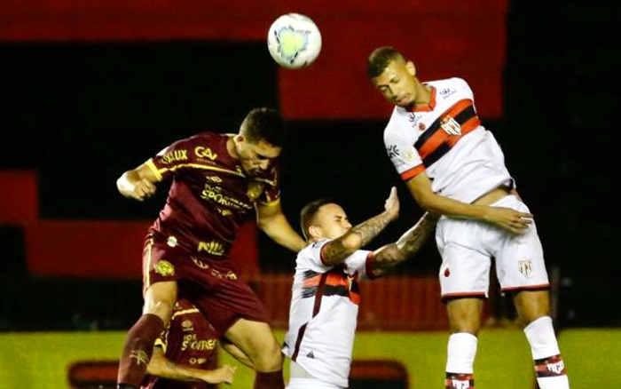 Fora de sua característica, Sport se torna inoperante e perde do Atlético-GO na Ilha
