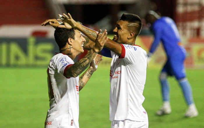 Náutico goleia o Vitória e segue 100% no Pernambucano; 13 gols em 4 jogos