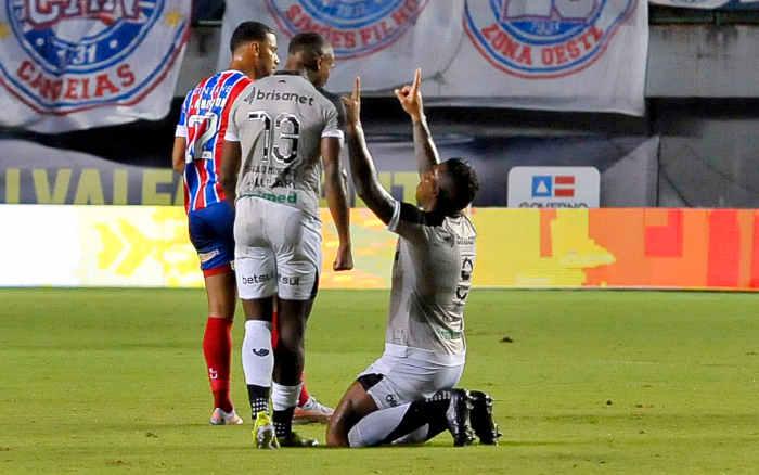 Ex-Bahia, Jael marca aos 47 e Ceará vence em Salvador; a um triz do tri do Nordeste