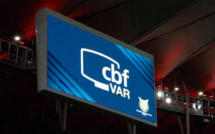 Com um turno de atraso, o VAR chega à Série B. Nas divisões abaixo, só nas finais