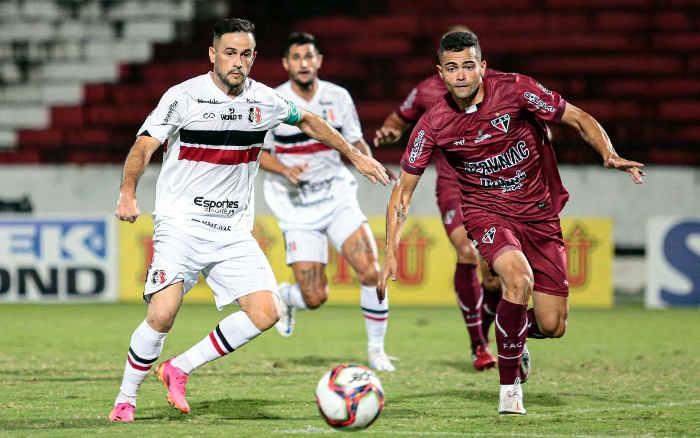 Santa Cruz empata sem gols com Ferroviário e chega a 10 jogos sem vitória no Arruda