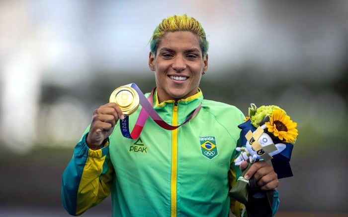 Ana Marcela ganha o ouro na maratona aquática, o 4º do NE em provas individuais