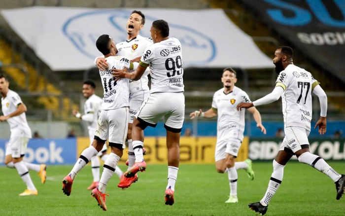 Sport volta a fazer gol após 774 minutos e vence o Grêmio em Porto Alegre; lá e lô